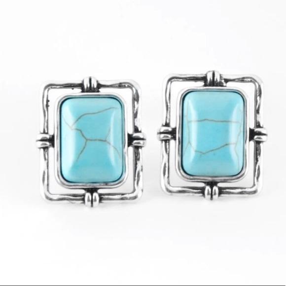 K44 Silver > Turquoise > post earrings